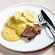 Sirloin on cream with dumplings — Zdjęcie stockowe