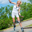 Girl roller-skating in the park - Foto Stock