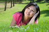 Dromen in het gras — Stockfoto