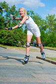 Girl roller-skating in the park — Stock Photo