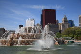 Chicago Skyline and Buckingham Fountain — Stock Photo