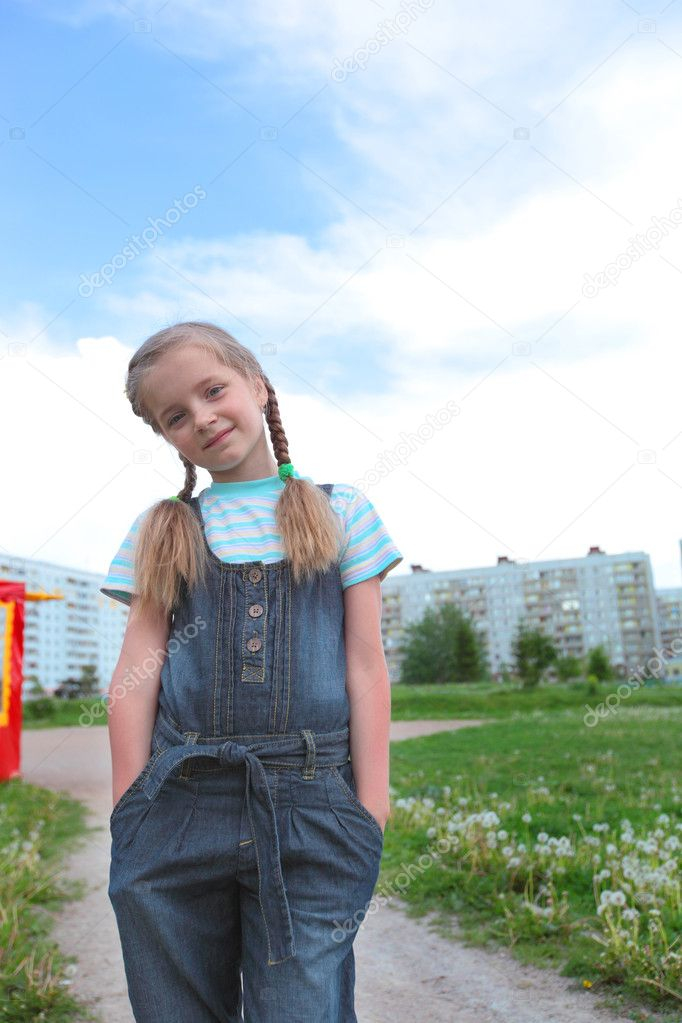 Сняли на улице девочку 6 фотография