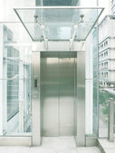 Outdoor transparent elevator — Стоковое фото