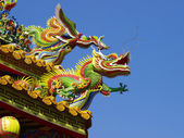 Dragon on rooftop — Stock Photo