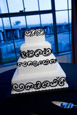 Elegant Black & White Wedding Cake — Stock Photo