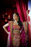 Indiana sposa in piedi — Foto Stock