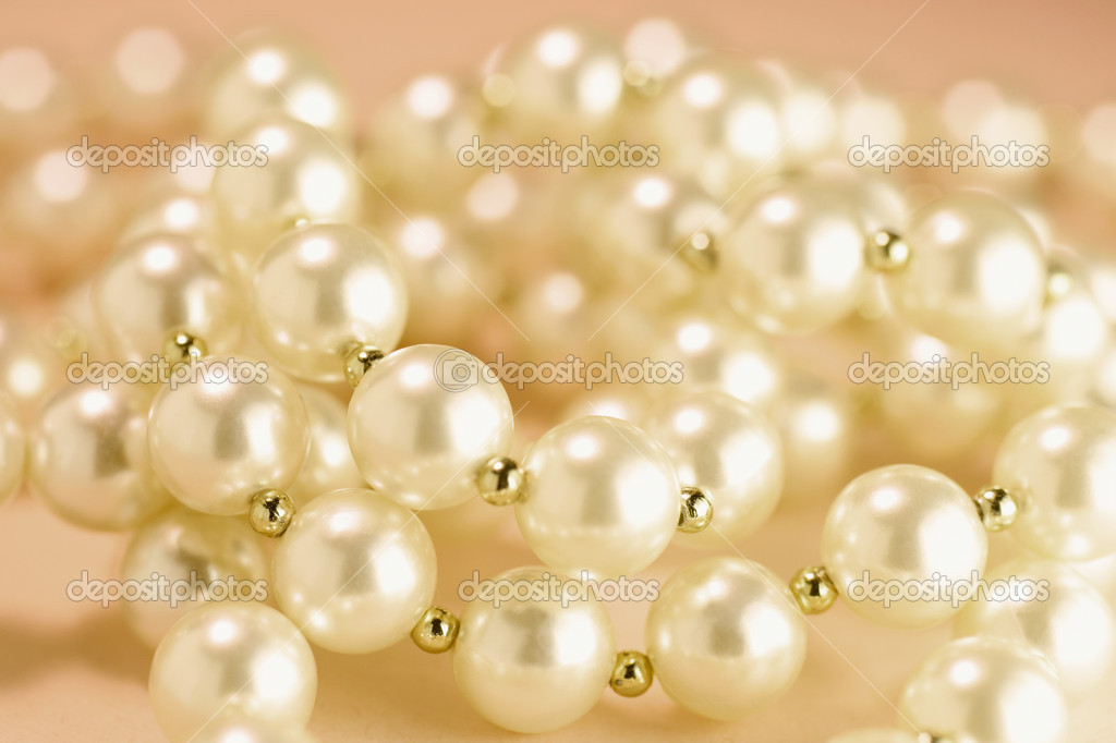 Pearl  Necklace on Warm Background — Stock Photo #6837380