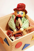Kukla oyuncak kutusunda — Stok fotoğraf