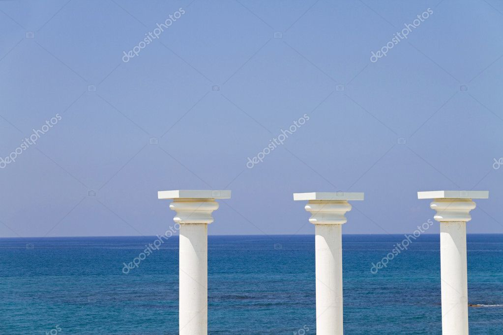 Three white columns against a background of the sea. Coast of Turkey, the Mediterranean Sea — Stock Photo #6834919