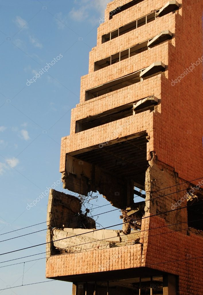 Ministry of defence building in Belgrade damaged during the 1999 NATO bombing — Stock Photo #7105888