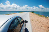 Car and ocean — Stock Photo