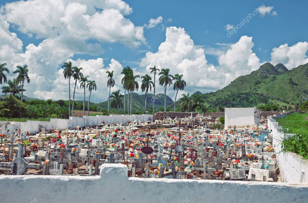 catholic cemetery in the Cuban countryside — Stock Photo #7142642