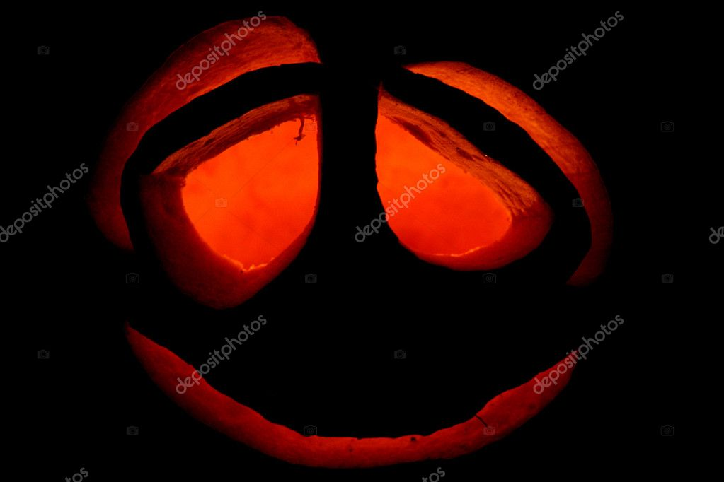 Halloween pumpkin at an entrance to a house in darkness — Photo #6849850