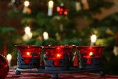 在圣诞树前到来花圈 — 图库照片