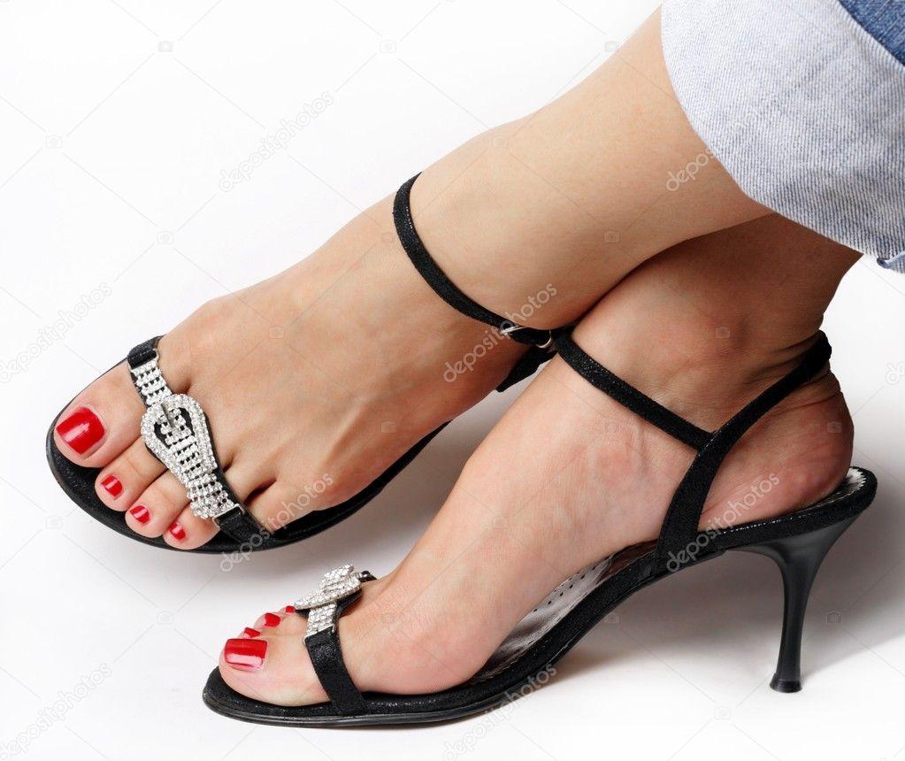 Фетиш красивых женских ног в офисе 13 фотография