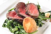 Roast beef and sauteed spinach — Foto Stock