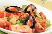Salmon and mussel salad — Stock Photo
