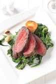 Roast beef and sauteed spinach — Stock Photo