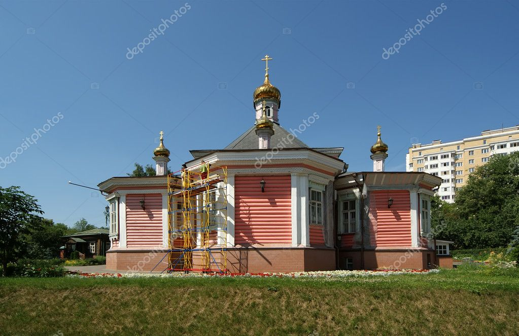Moscow, Russia. Church of the Transfiguration of the Saviour in Bogorodskoe — Stock Photo #6842322