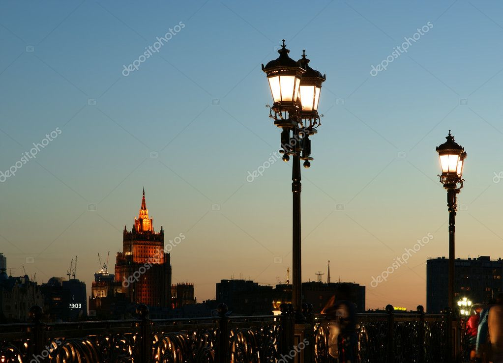 Street light near the Christ the Savior Cathedral, Moscow, Russia — Foto Stock #6842832