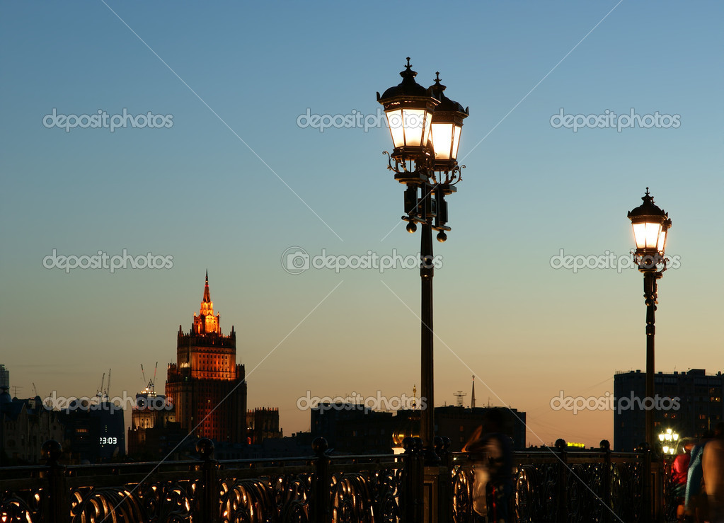 Street light near the Christ the Savior Cathedral, Moscow, Russia — Zdjęcie stockowe #6842832