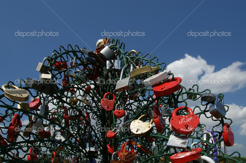 Padlocks in the shape of a heart - a symbol of eternal love and union — Stock Photo #6843240