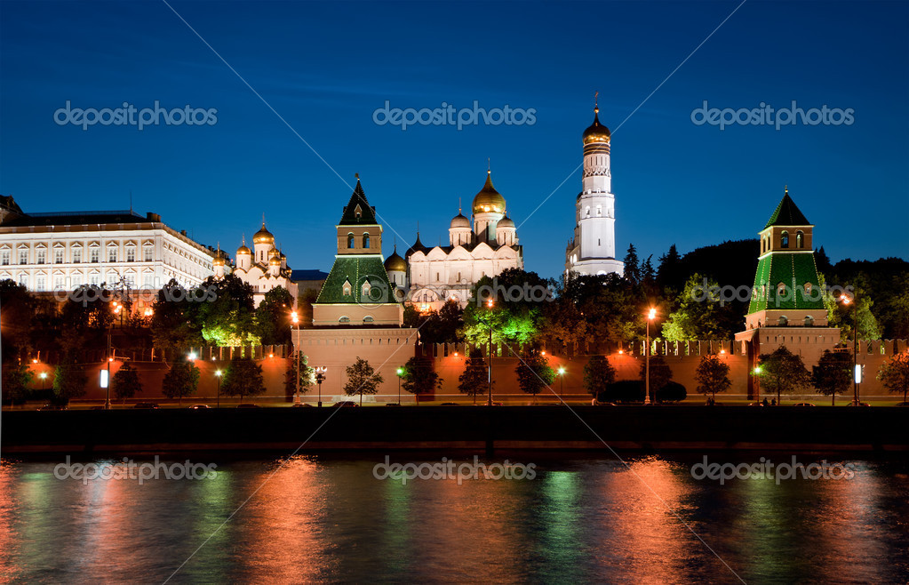 Night view of the Moskva River  and Kremlin, Russia, Moscow — Stock Photo #6844344