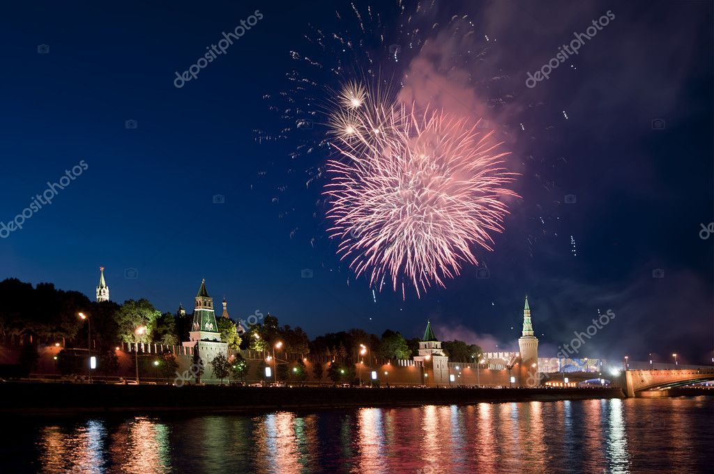 Fireworks over the Moscow Kremlin. Russia, June 12, 2011 — Stock Photo #6844444