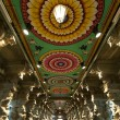 Inside of Meenakshi hindu temple in Madurai, Tamil Nadu, India — Stock Photo
