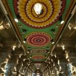 Inside of Meenakshi hindu temple in Madurai, Tamil Nadu, India — Stock Photo