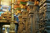 внутри индуистский храм минакши в мадурае, южная индия — Стоковое фото