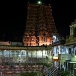 Inside of Meenakshi hindu temple in Madurai, Tamil Nadu — Stock Photo