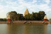 Traditional Hindu temple on lake — Stock Photo