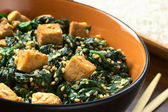Tofu with Spinach and Sesame — Stock Photo