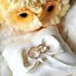 Elegant wedding rings on white pillow — Stock Photo #6933188