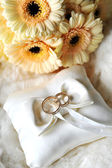 Elegant wedding rings on white pillow — Stock Photo