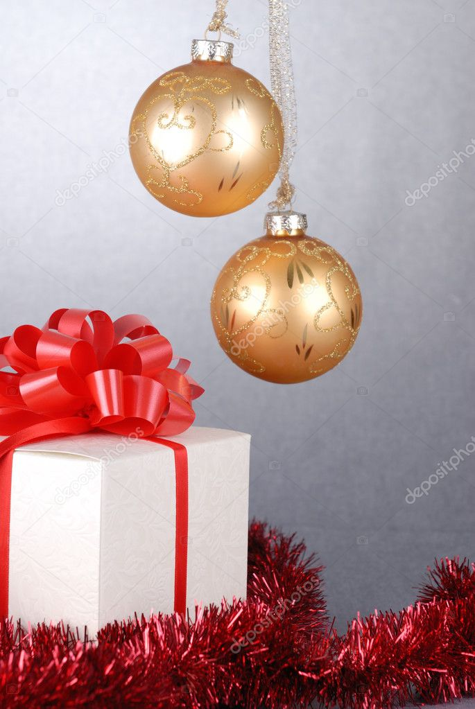 Gift in box with red bow closeup — Stock Photo #7238706