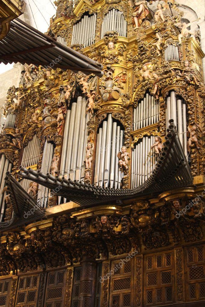 Monitoras de tubos... Depositphotos_7330940-Old-organ.-Cathedral-of-Santiago-de-Compostela