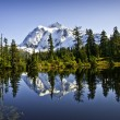 Mount Shuksan In Picture Lake — Stock Photo