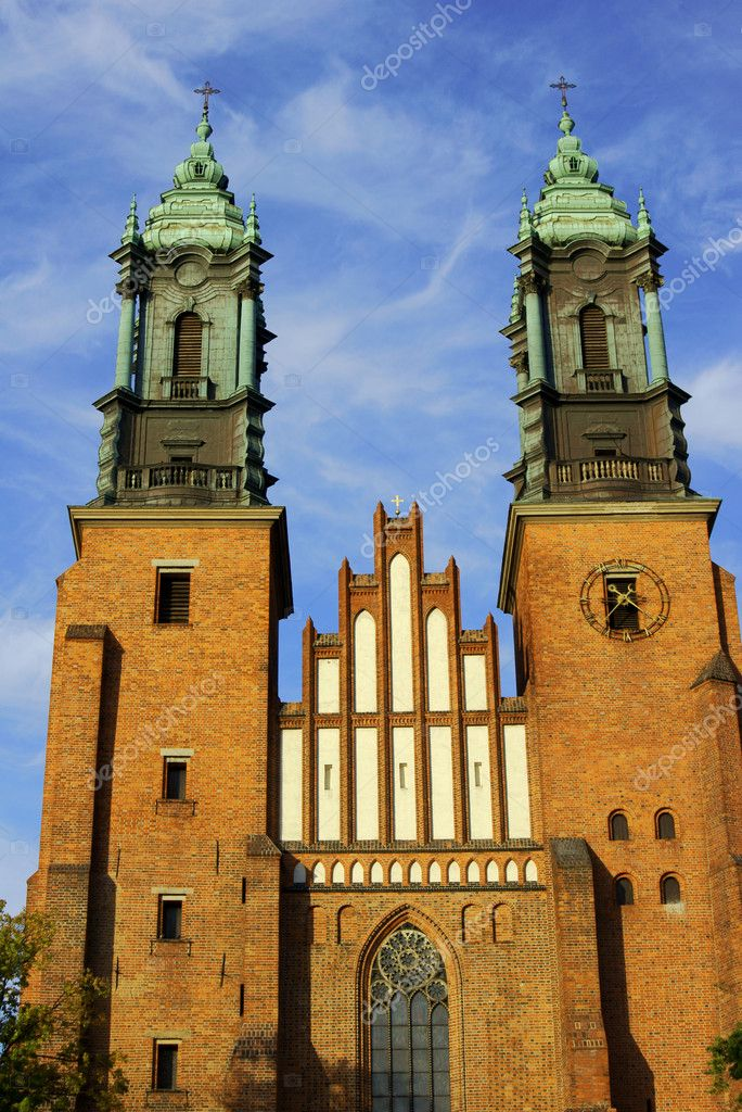 Towers of gothic cathedral church, Poland — Stock Photo #7189745