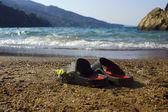 сандалии на пляже в закинф, остров — Стоковое фото