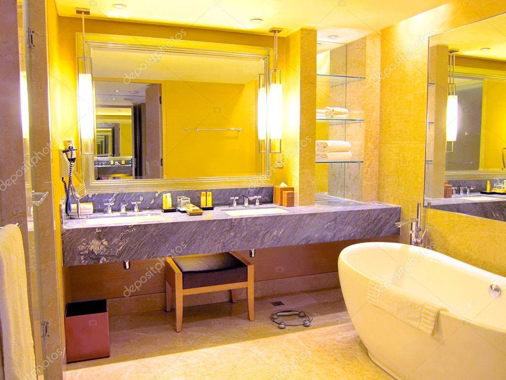 toilettes lintrieur dune chambre dhtel de luxe image - Chambre Dhotel De Luxe