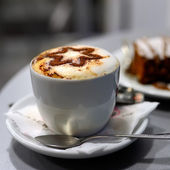 Cappuccino and cake — Stock Photo