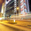 Traffic through the city at night — Stockfoto