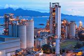 Fábrica de cemento en la noche — Foto de Stock