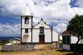 Kleine witte kerk — Stockfoto