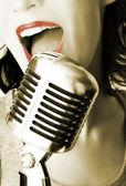 Cantora retrô — Fotografia Stock