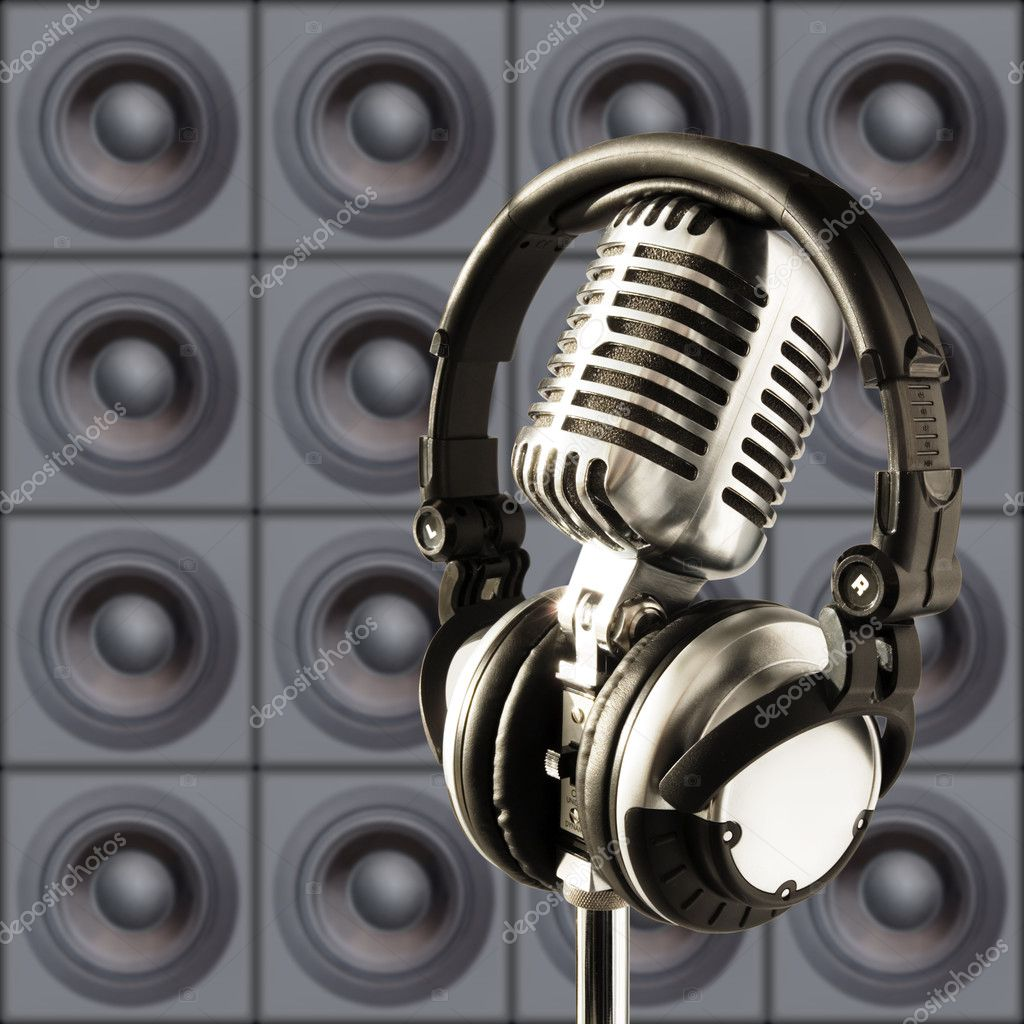Professional ''Retro'' Microphone & DJ Headphones Against The Wall Of Speakers — Stock Photo #6785684
