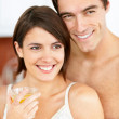 Young couple looking away with a glass of orange juice - Foto Stock
