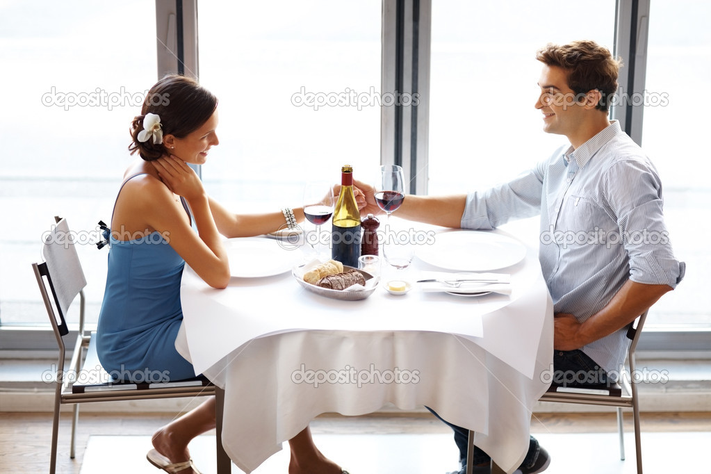 Portrait of happy young couple on date in restaurant — Stock Photo #7718592